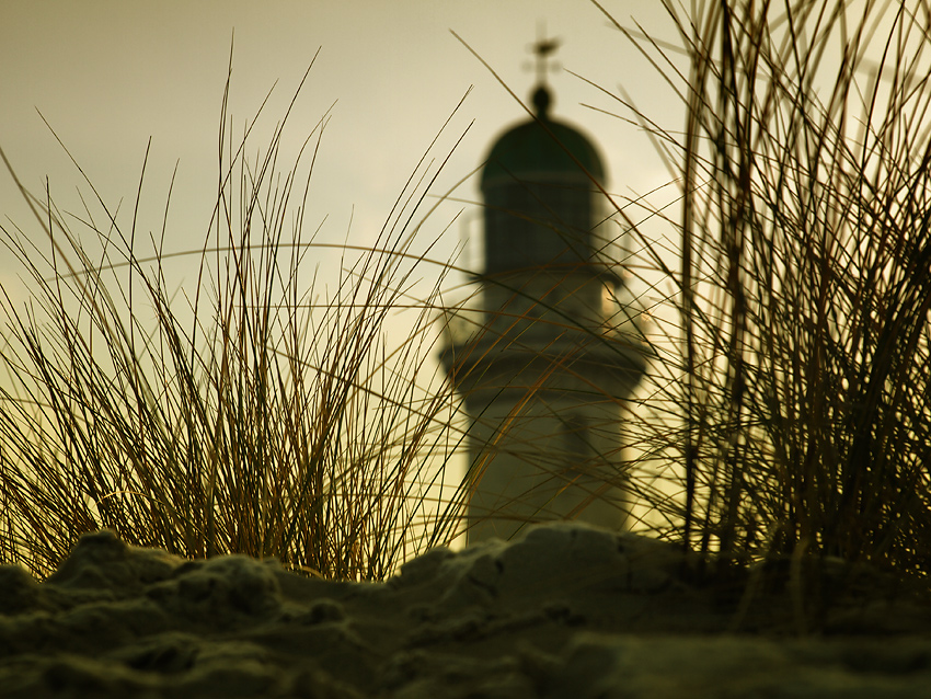 the lighthouse behind the dune