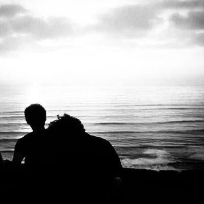 The love in front of the sea