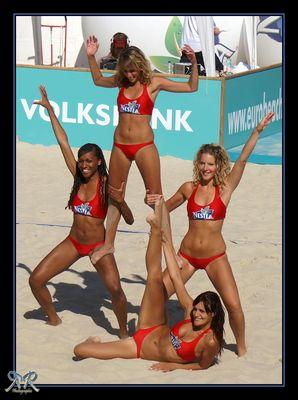 The Nestea Beach Girls
