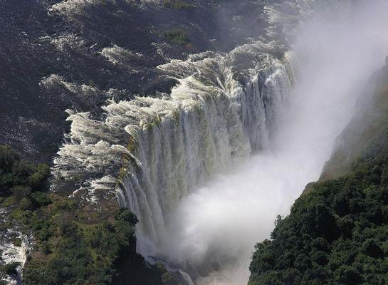 The smoke that thunders... so harmlos sieht der Platschregen von oben aus; Serie Vic Falls & Zambezi