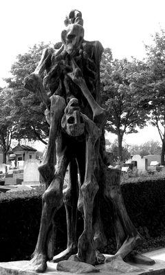 the voice of the deceaseds (oeuvre en la mémoire des disparus dans les camps d'extermination)