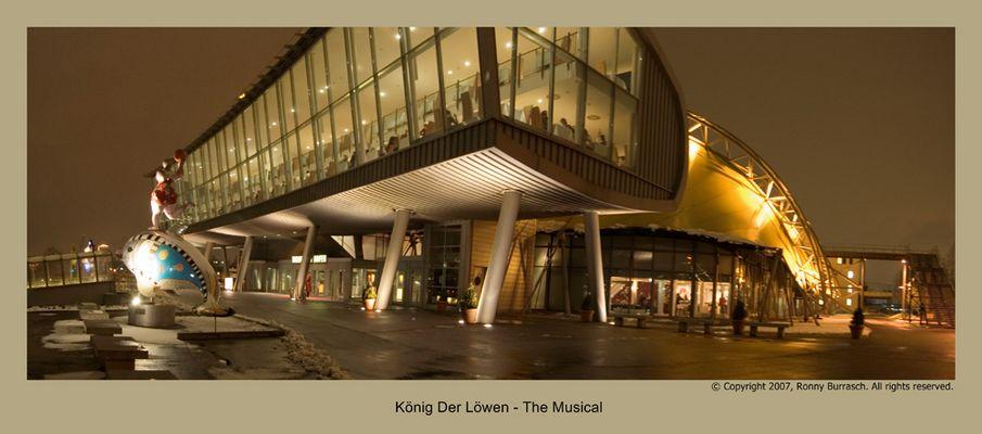 Theater ( Der König Der Löwen ) In Hamburg