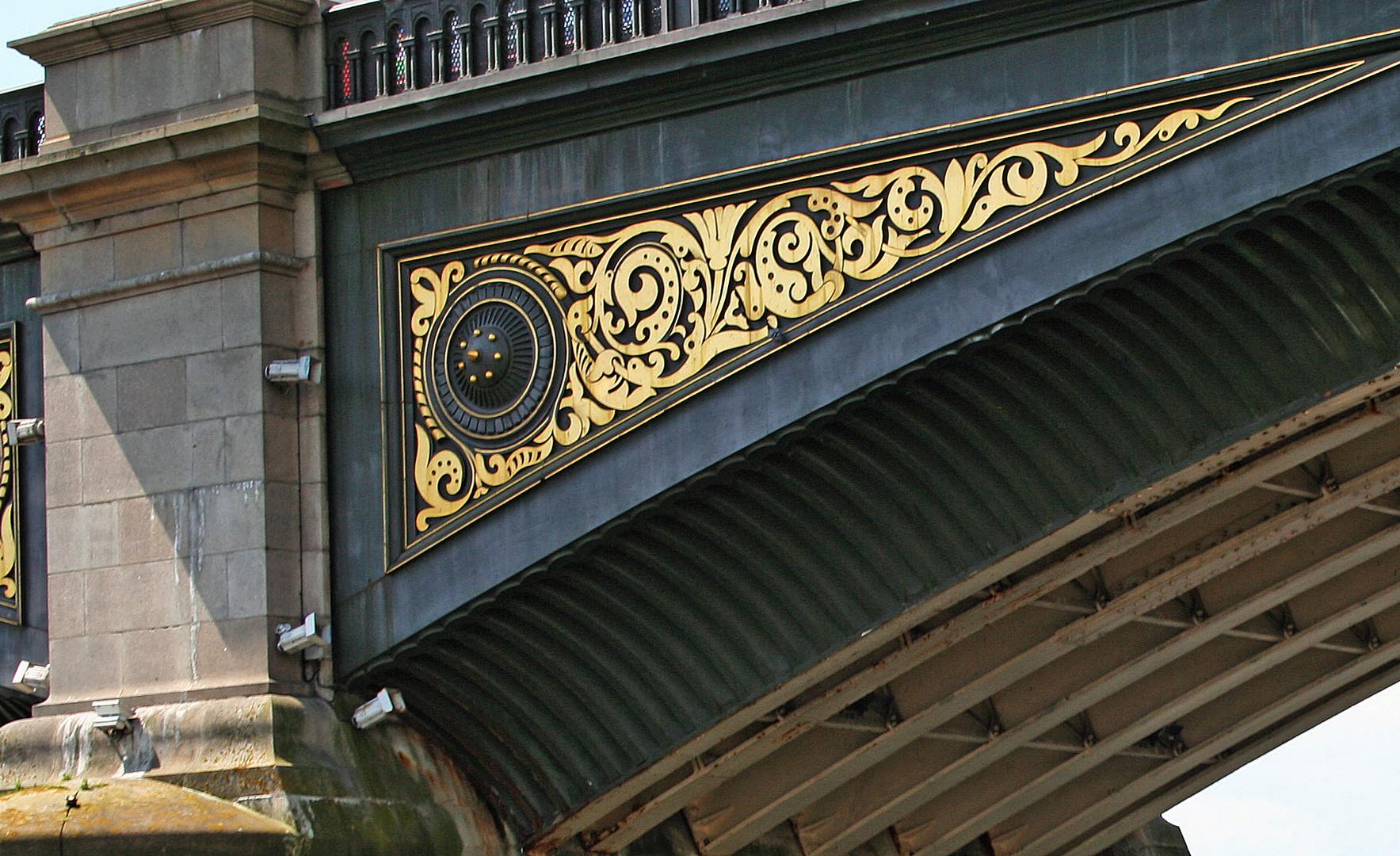 Themsefahrt: Detail der Battersea Bridge