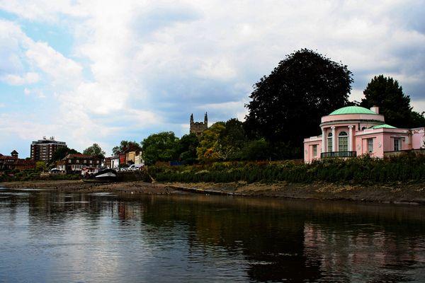 Themsefahrt von London nach Hampton Court 101: Mein rosa Landhaus