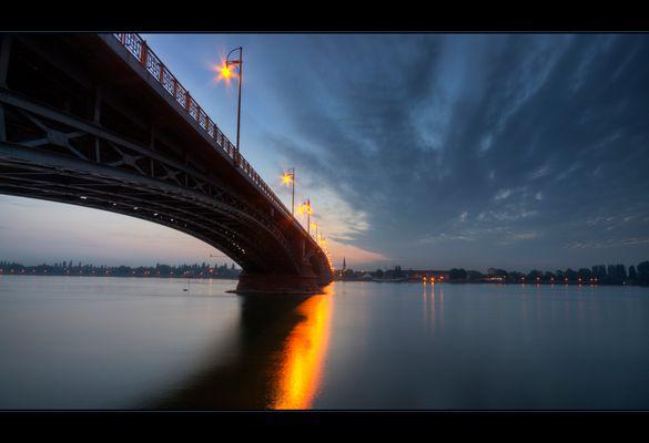 Theodor Heuss Brücke Mainz am Morgen