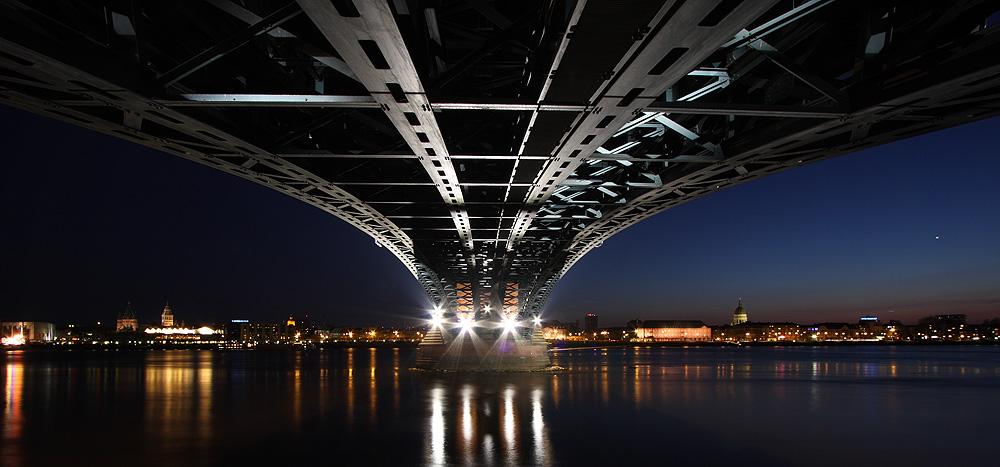 Theodor-Heuss-Brücke von unten