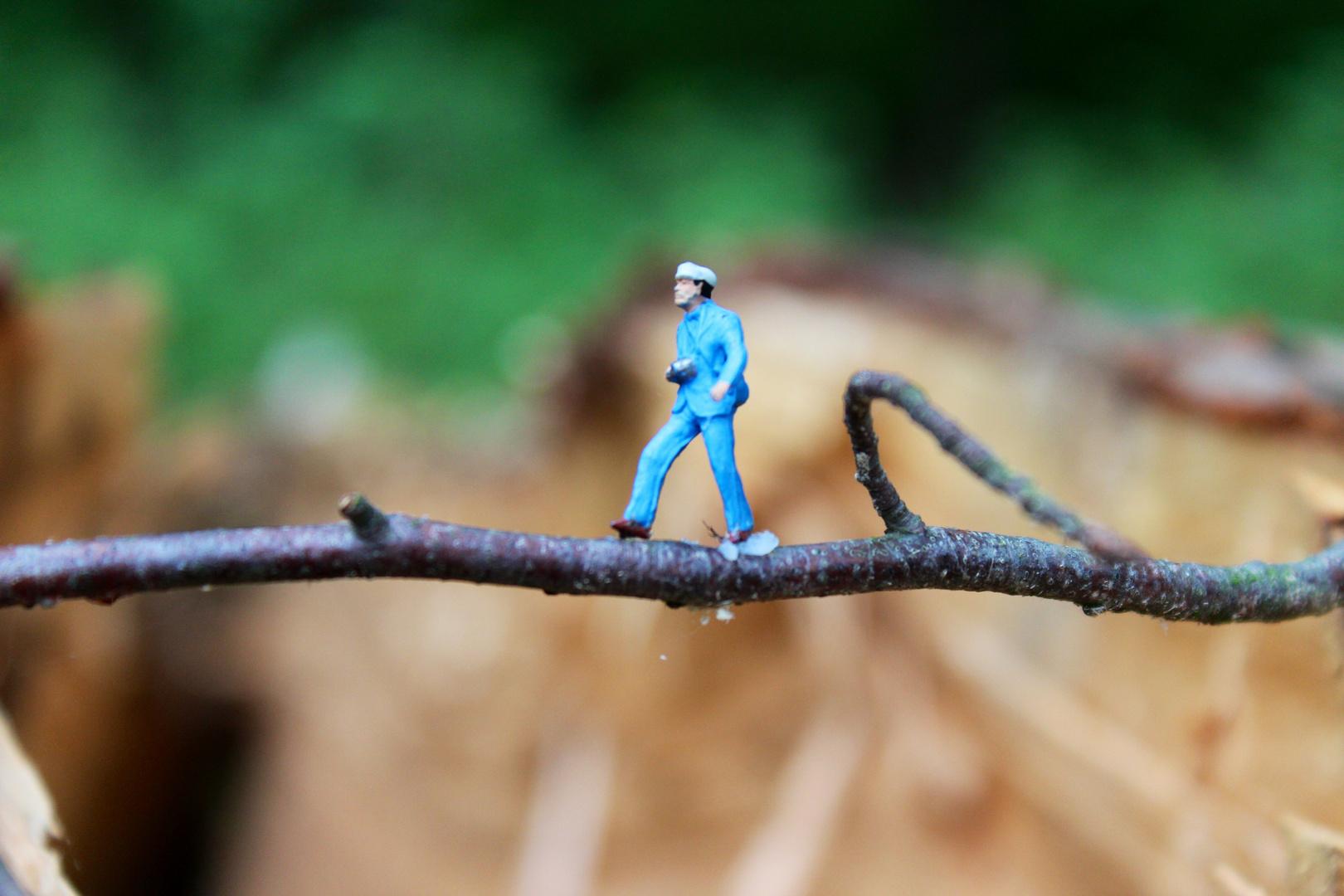 The.walking.blue.