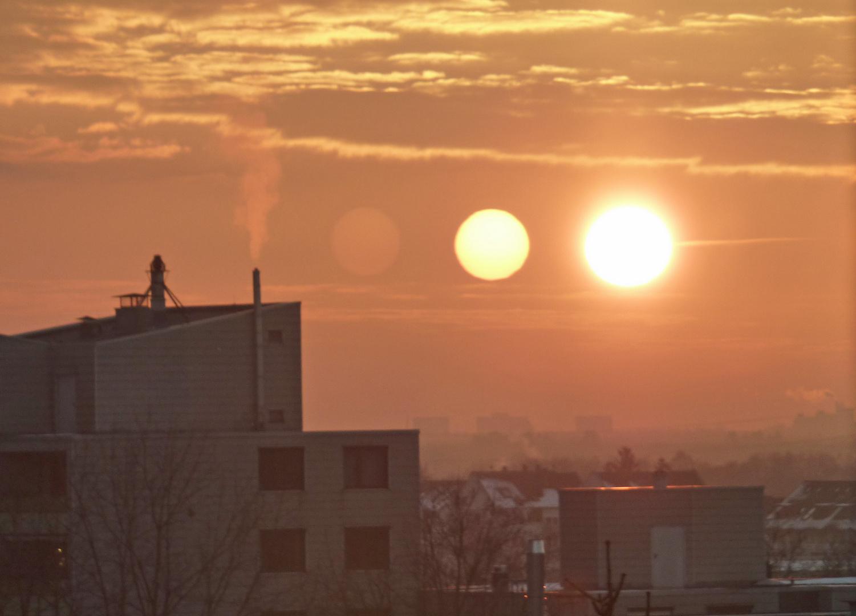 Three Suns sur les toits