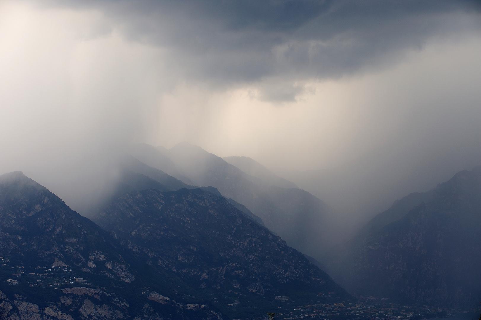 thunder, lightning or rain