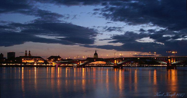 (Tief-) Blaue Stunde am Rhein