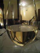 Tiefer Blick ins Weinglas