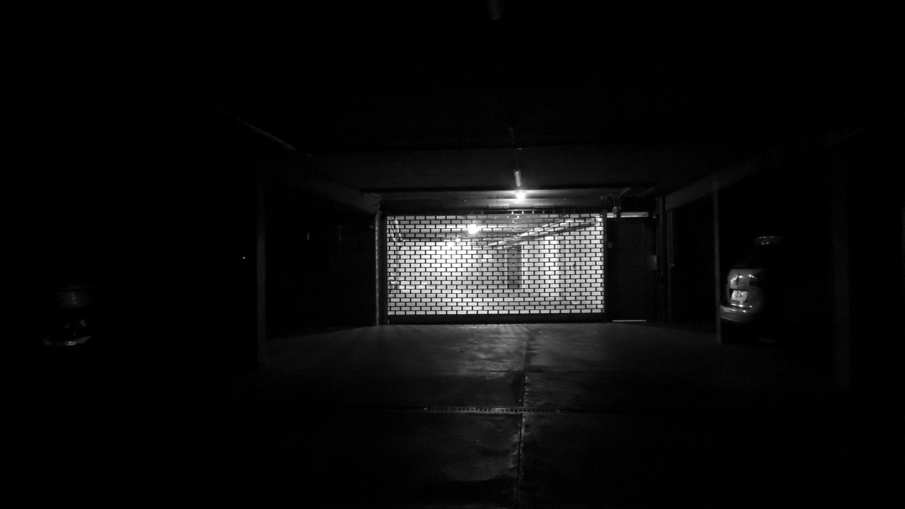 Tiefgaragen-Nachtaufnahme