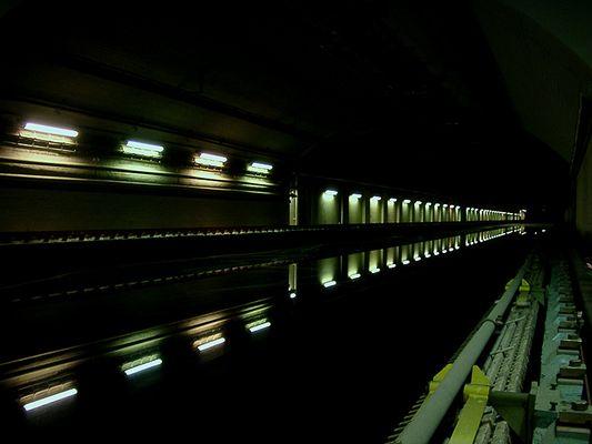 tiefwasserrinne bei nacht