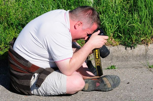 Tierfotograf (Homo sapiens lappensis) - geschlechtsreifes Männchen - Mondhalde - Kaiserstuhl