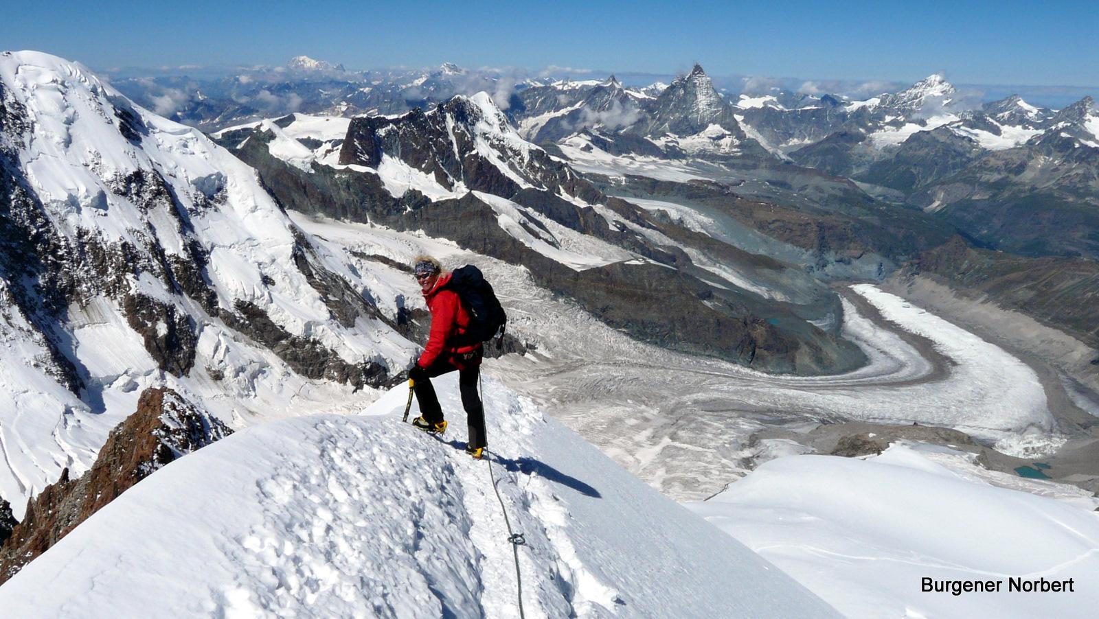 Tina beim Abstieg von der Dufourspitze.