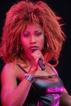 Tina Turner imitatorin