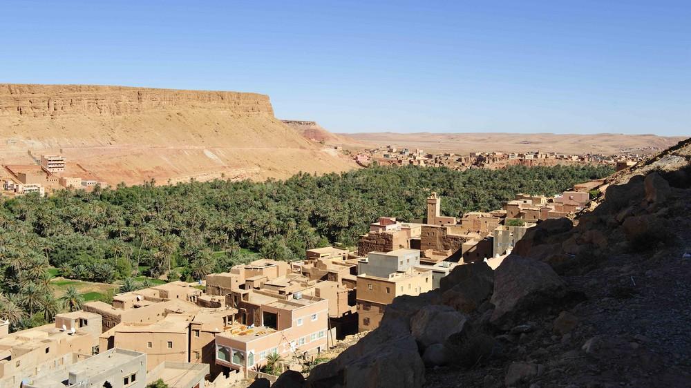 tinerhir ist eine oasenstadt am eingang zur todraschlucht foto bild africa morocco north. Black Bedroom Furniture Sets. Home Design Ideas