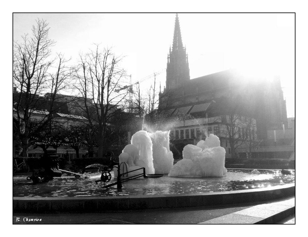Tinguely Brunnen im Winter