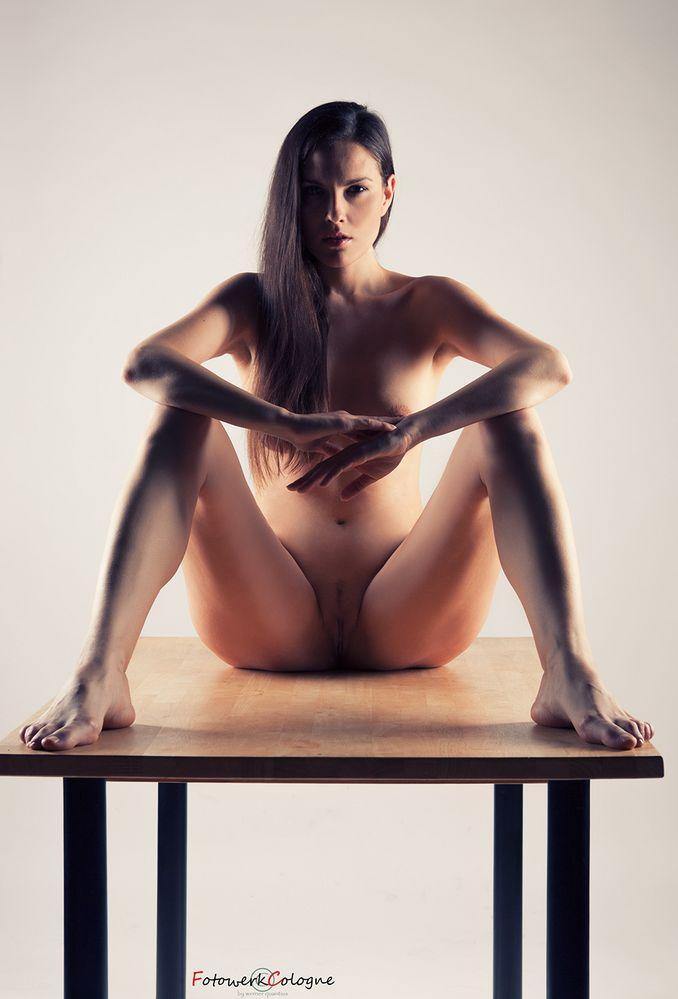 Tisch mit sechs Beine
