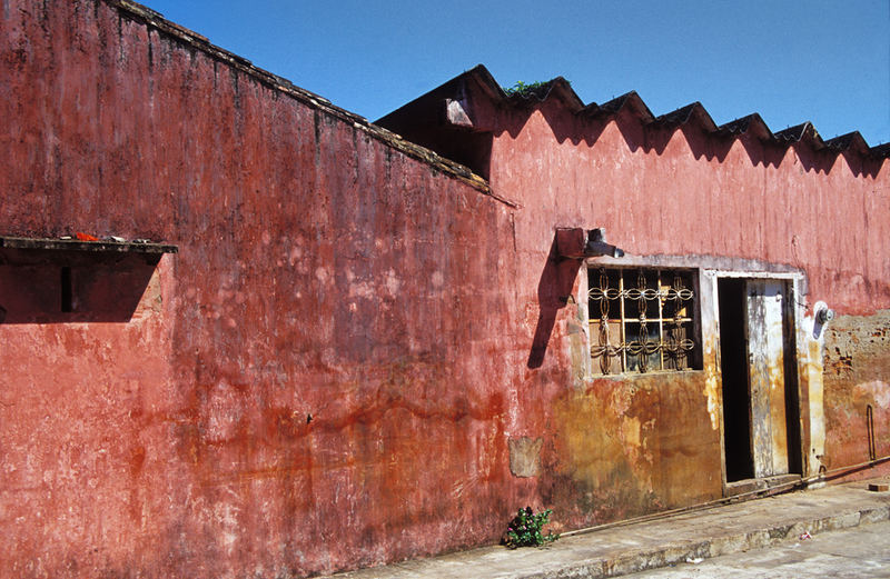 Tlacotalpan Mexico 12.06.05 10:46 Hauswand