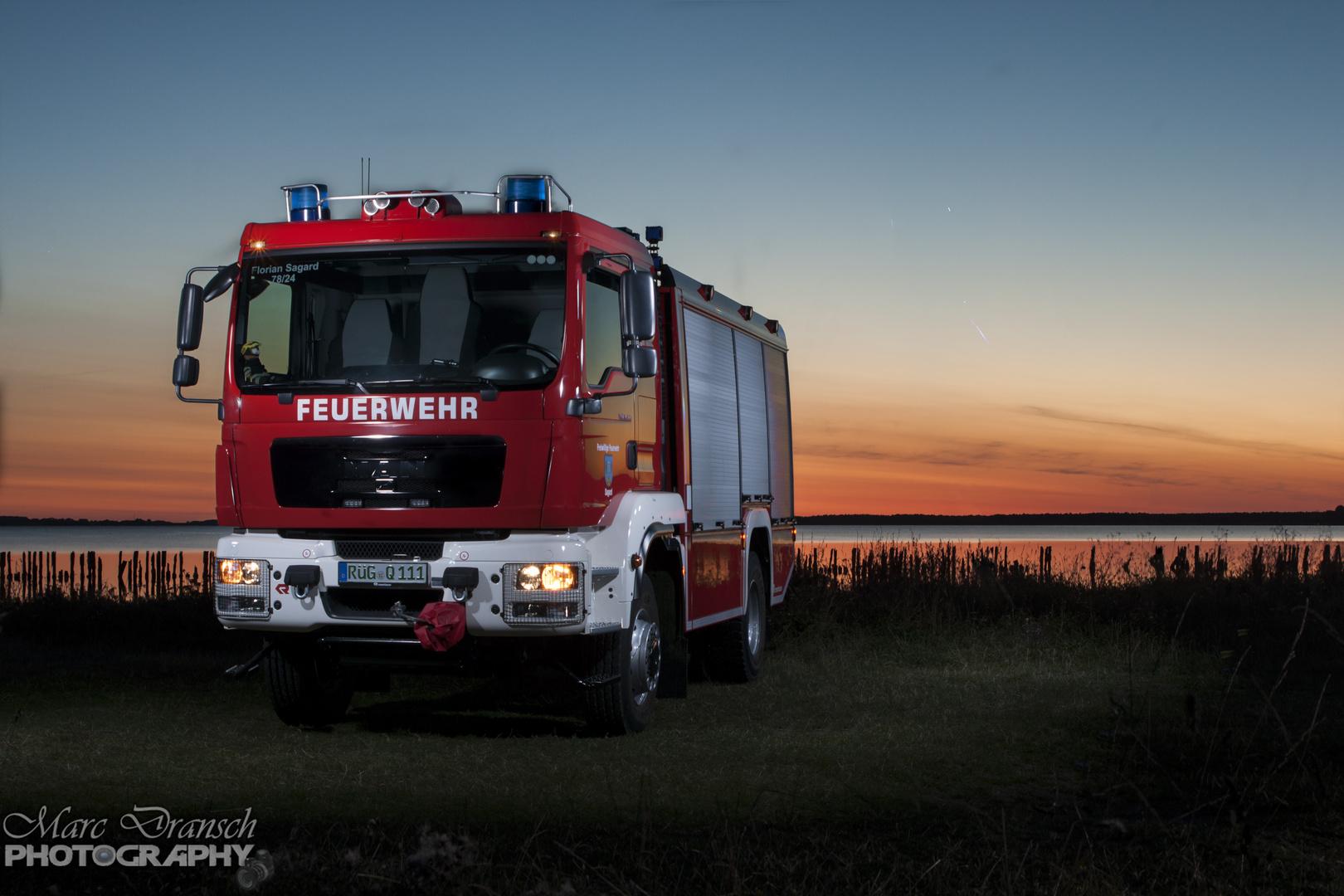 TLF 4000 im Sonnenuntergang
