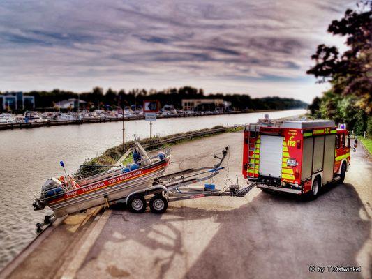 TLF 4000 mit Boot