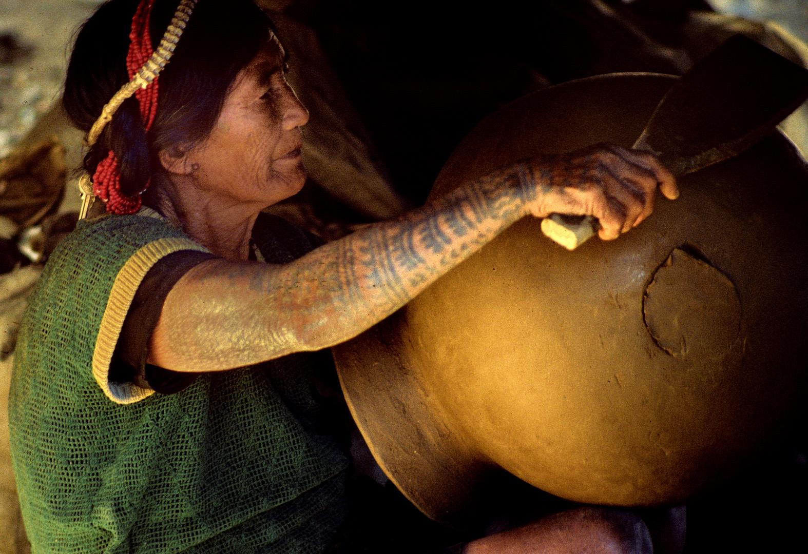Töpferin in Bontoc