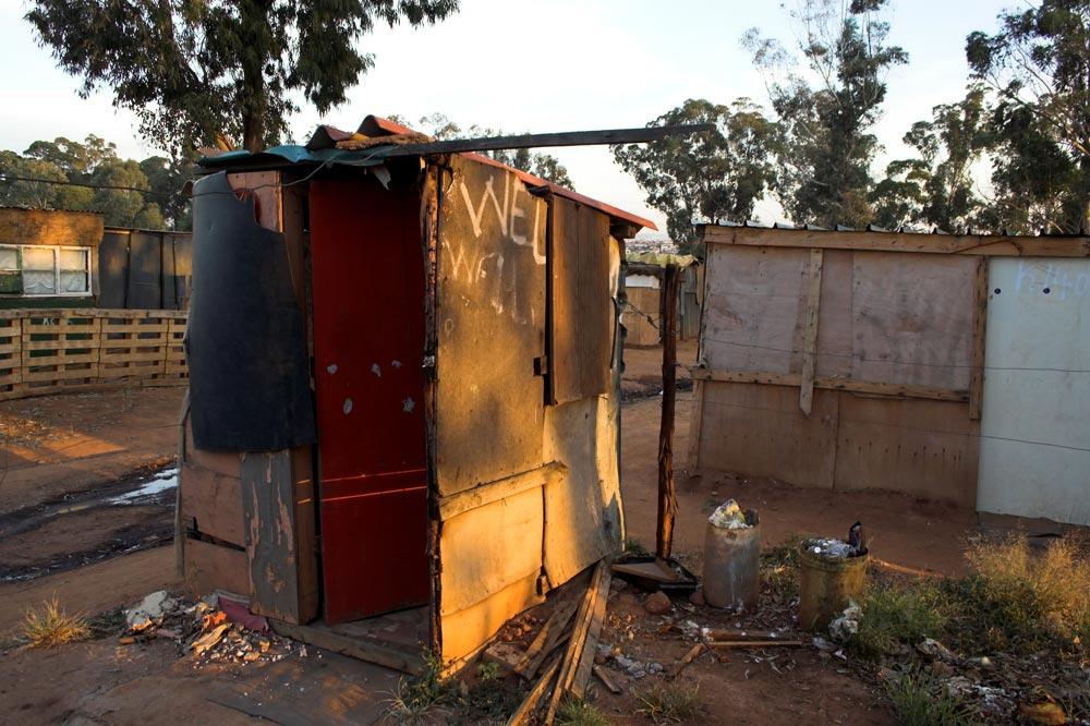 Toilette im Township Tembisa