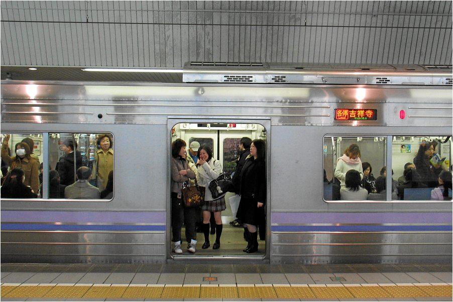 Tokio: Gute-Laune-U-Bahn