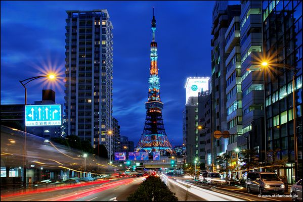 Tokio Tower with traffic