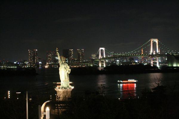 Tokyo - Rainbow-Bridge, Sicht von Aqua-City