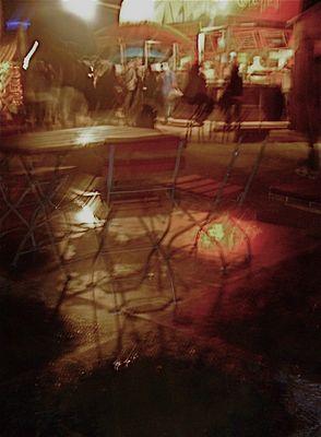 tollwood 2009 bei nacht und regen