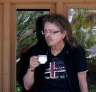 tom tailor und ich beim chai trinken im nonnekloster rizong