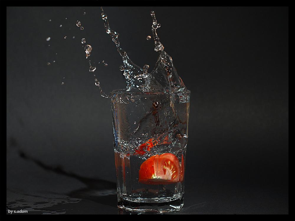 Tomate im Wasserglas