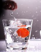 Tomate ins kalte Wasser