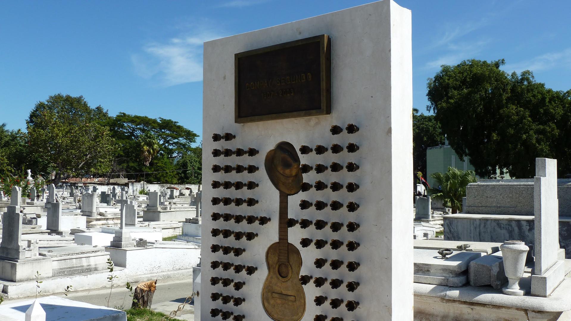 tombe de Compay Segundo 1907-2003