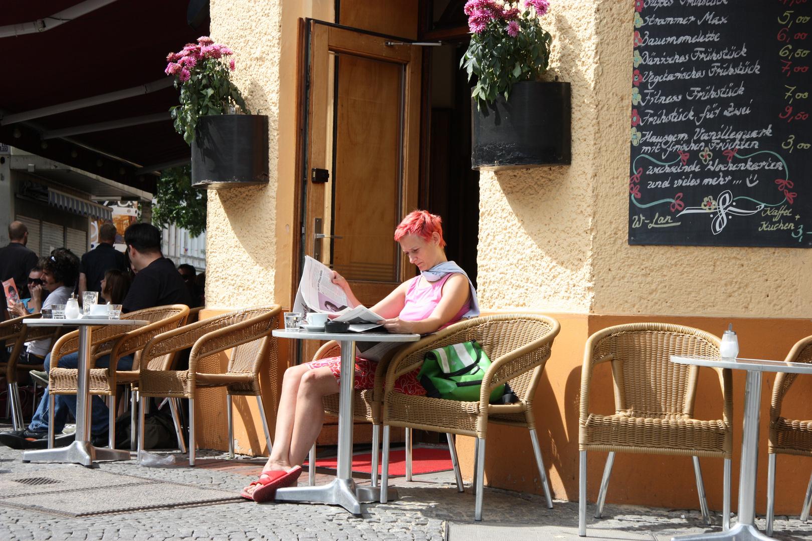 Ton in Ton im Straßencafé