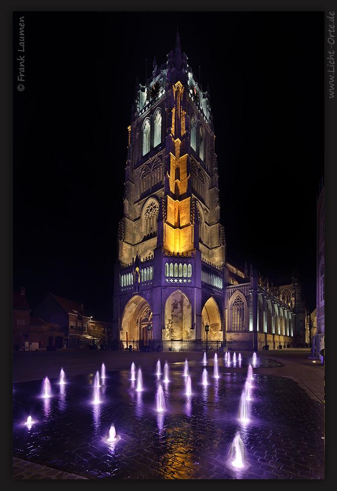 Tongeren - Grote Markt mit Onze-Lieve-Vrouwe Basiliek (B)