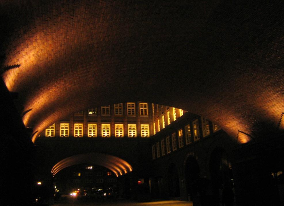 Tonnengewölbe bei Nacht