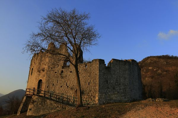 Toppo di Travesio. Il castello