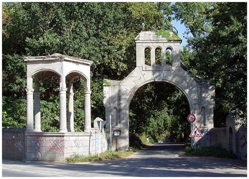 Tor zum Rittergut Groß Glienicke Foto & Bild   deutschland ...