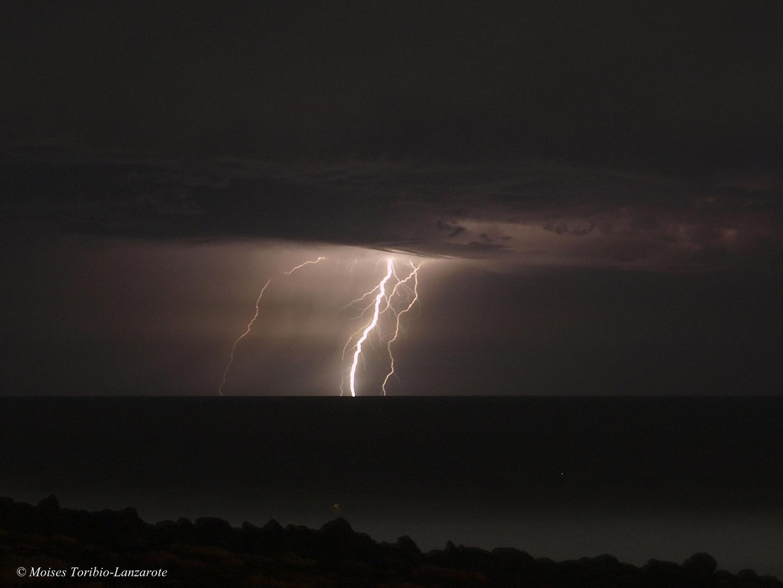 Tormenta eléctrica en la costa Lanzaroteña.