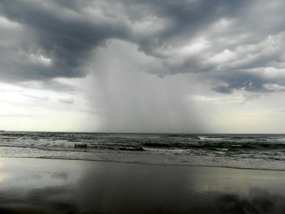 tormenta en el mar,necochea,argentina