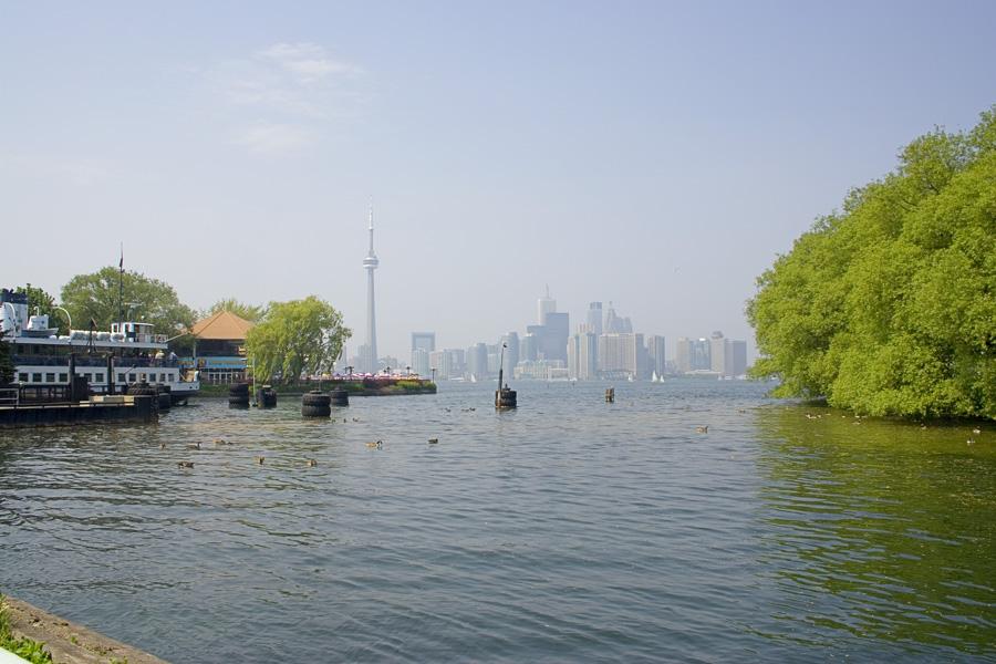 Toronto: Foggy skyline