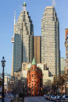 Toronto Gooderham / Flatiron Building mit CN Tower