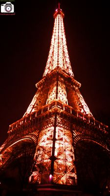 Torre Eiffel, Red - 2015