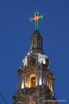 Torre iluminada HDR