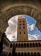 Torre y Claustro Monasterio Santa María de Ripoll (Ripoll Girona Catalunya)