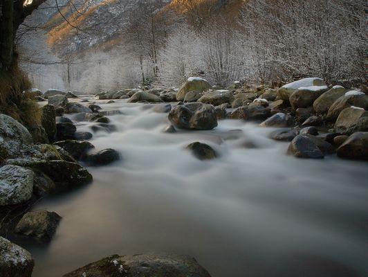 Torrent dans les pyrénées (Ariège)