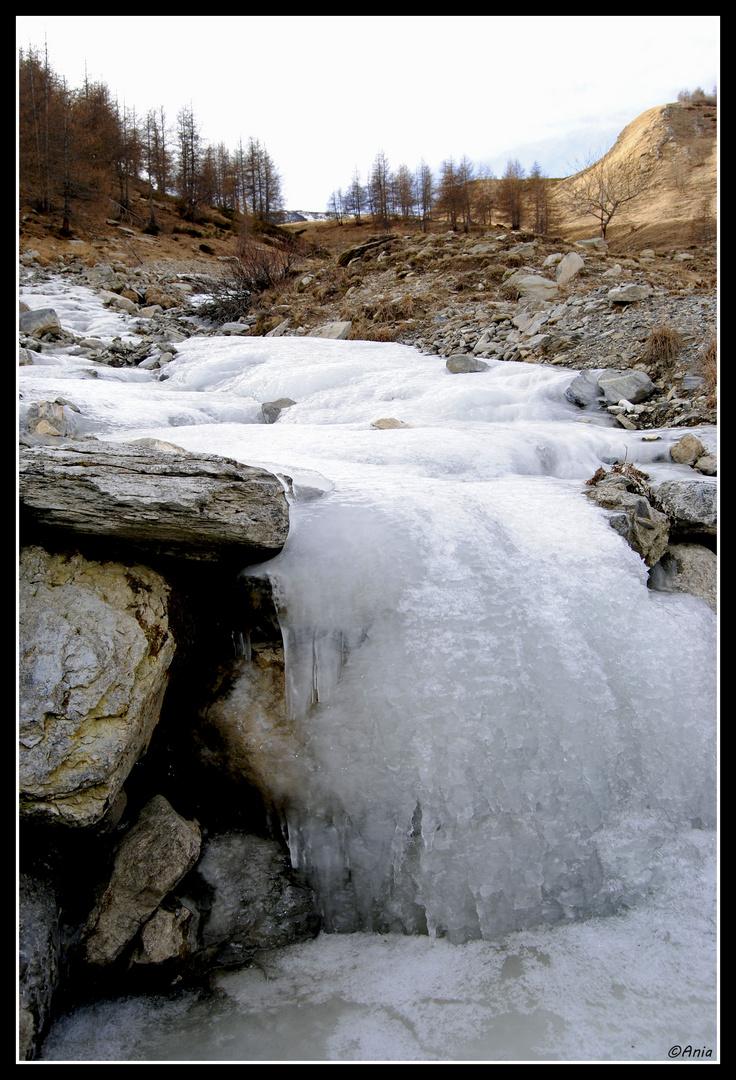 ....torrente ghiacciato....Monesi...